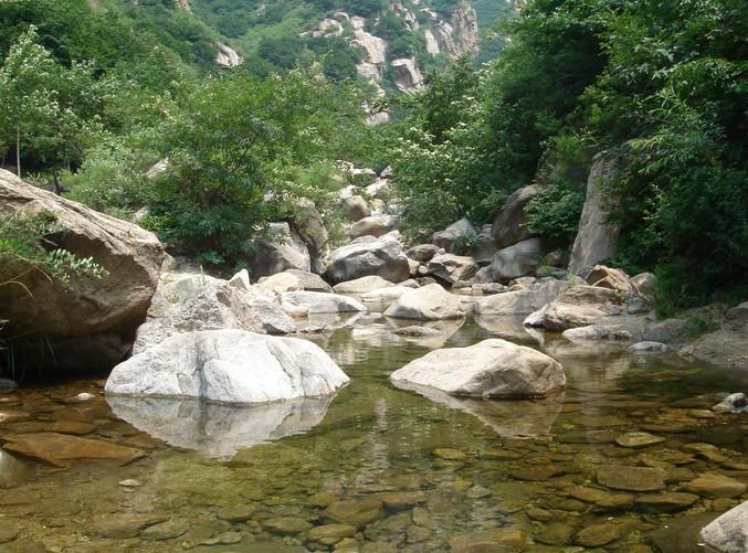 """幽谷神潭自然风景区素有""""天然氧吧""""之美誉,景区全长5公里,以""""奇,幽,静"""